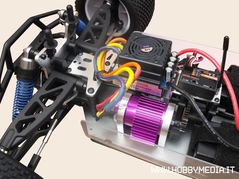 vrx-1e-brushless-truggy-3