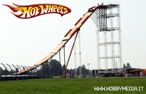 team-hot-wheels-indy-500-world-record-jump