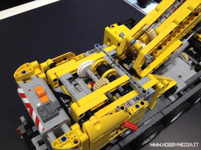 lego-technic-mobile-crane-mk-ii-42009-3.jpg