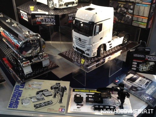 camion rc tamiya mercedes actros 1851 gigaspace hobbymedia. Black Bedroom Furniture Sets. Home Design Ideas