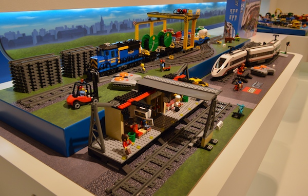 lego-high-speed-passenger-train-station60051-60052