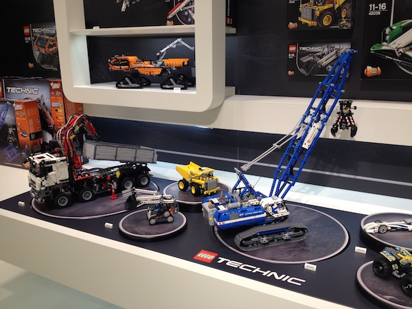 lego-mercedes-benz-arocs-booth