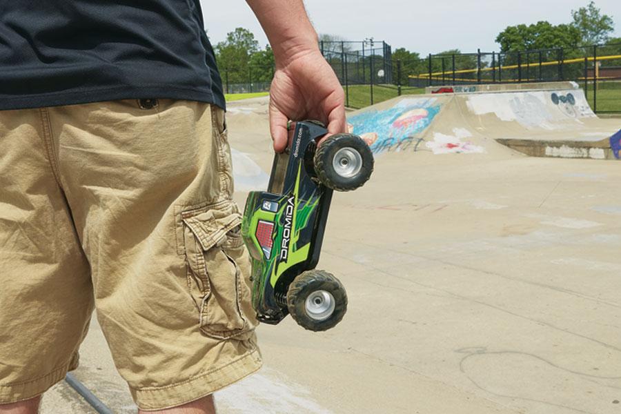 dromida-monster-truck-4wd-skate