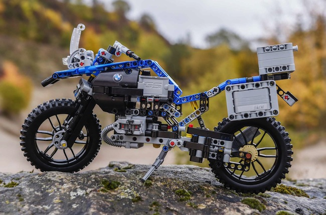 lego-technic-bmw-r1200-gs-adventure