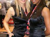 Toy Fair: Le ragazze sexy della Carrera - Slot cars