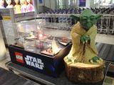 L'aeroporto di Norimberga invaso dai mattoncini della Lego: Star Wars Airport?!