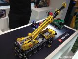 Lego Technic Mobile Crane MK II (42009) e Service Truck (42008) - TOY FAIR 2013
