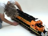 Treni Lego: Una locomotiva gigante in scala 1/16 Burlington Northern Santa Fe (BNSF)  SD40-2