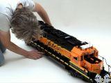 Treni Lego: Una locomotiva gigante in scala 1/16 Burlington Northern Santa Fe (BNSF)  SD40-2