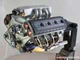 Replica in scala 1/4 di un motore a otto cilindri funzionante!