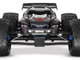Video Traxxas Revo 3.3 e E-Revo Brushless Edition