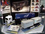 Camion radiocomandati Tamiya: Container semirimorchio NYK e gambe foldout di supporto motorizzate