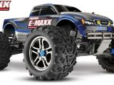 Il monster truck E-Maxx visita la Muscle Beach
