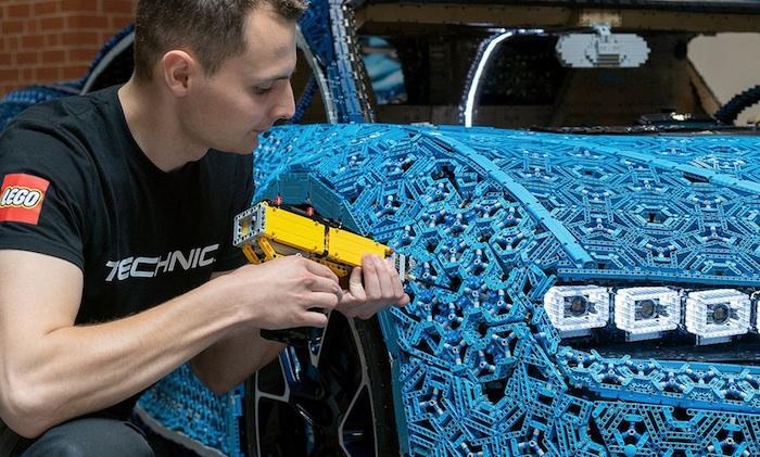 Una supercar Bugatti fatta di mattoncini LEGO!